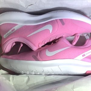 Nike sneakers👟 size 7 New in box! Never tried on!